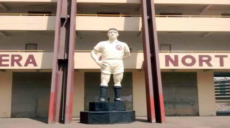 Universitario:  Estatua de 'Lolo' Fernández  fue reubicado a  la tribuna norte del Monumental