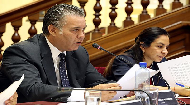 Callao: Investigarán a congresista Víctor Albrecht