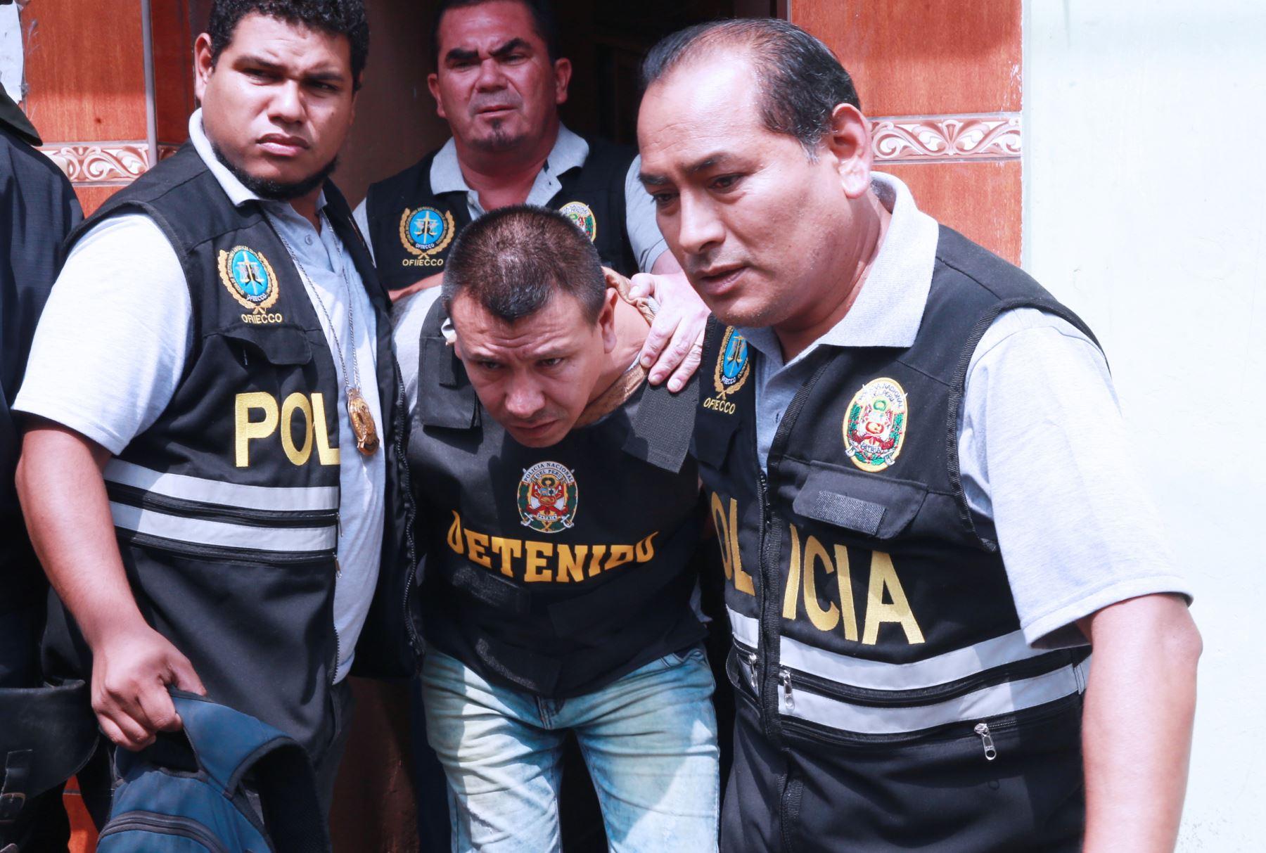 Miembros de la FAP y  Policía abastecían de armas a delincuentes