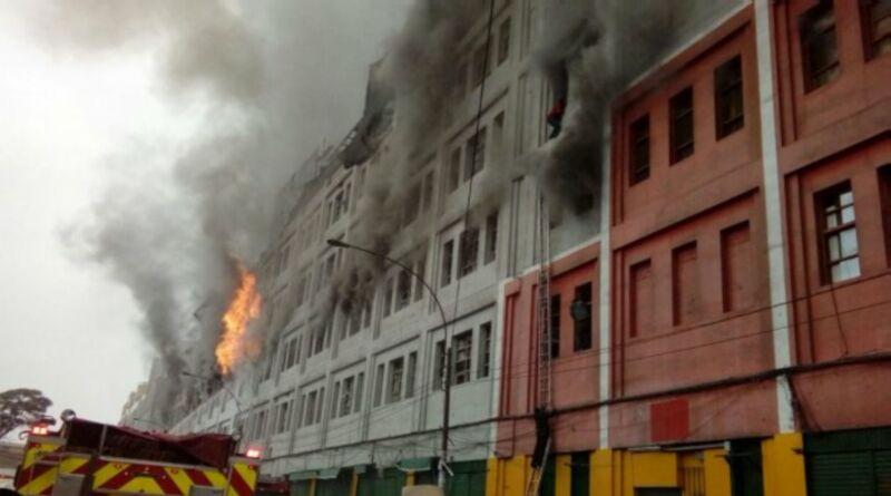 Incendio de grandes proporciones se registra en Las Malvinas