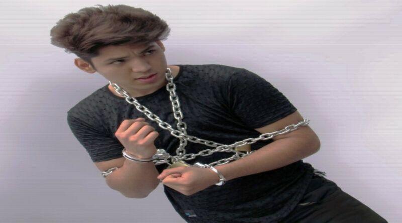 Escapista peruano emula a Houdini y  desafía a la muerte