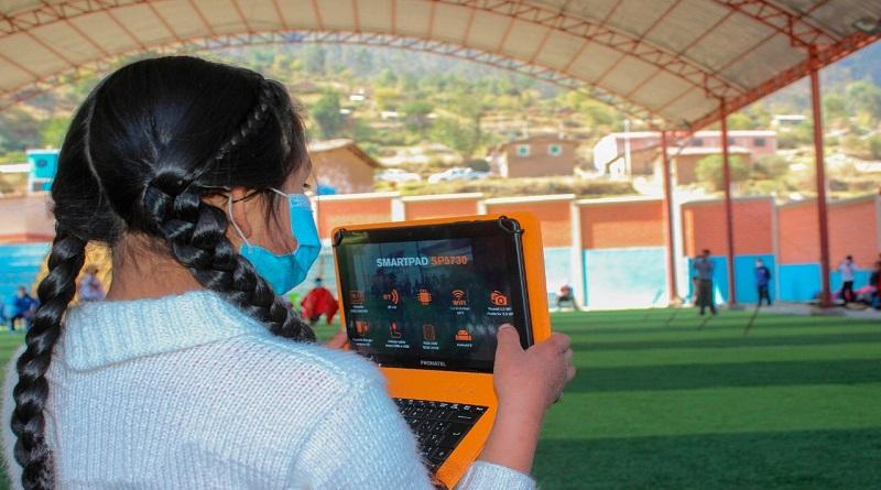 Minedu anuncia compra de primer lote de medio millón de tablets