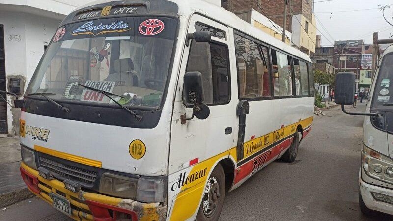 Ladrón es abatido por policía durante asalto a pasajeros de cúster