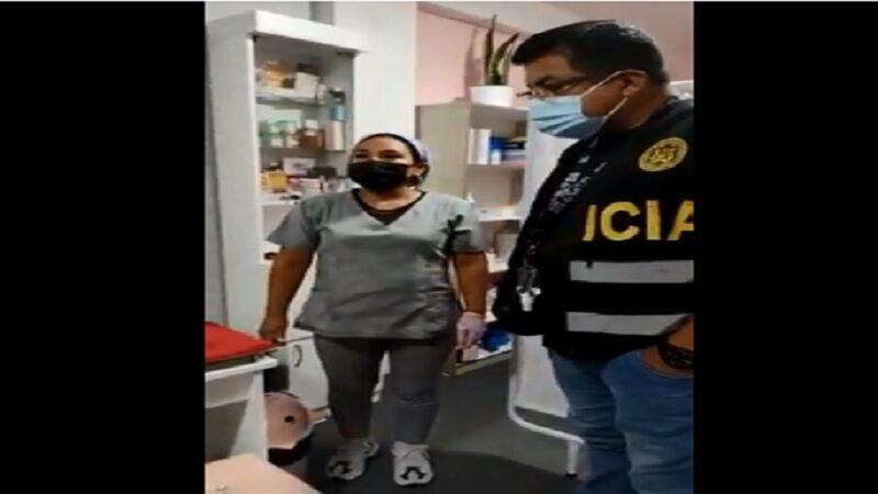 Ate: Detienen a mujer que se hacía pasar por falsa cosmiatra en pleno procedimiento estético