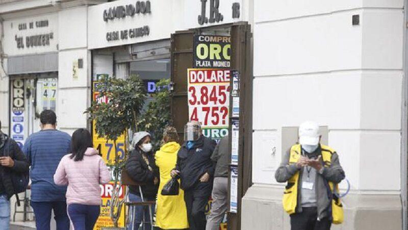 Precio del dólar rompe récord histórico en plena 2° vuelta electoral