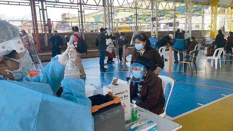 Cusco: Ancianos fallecen después de recibir vacuna contra la Covid-19