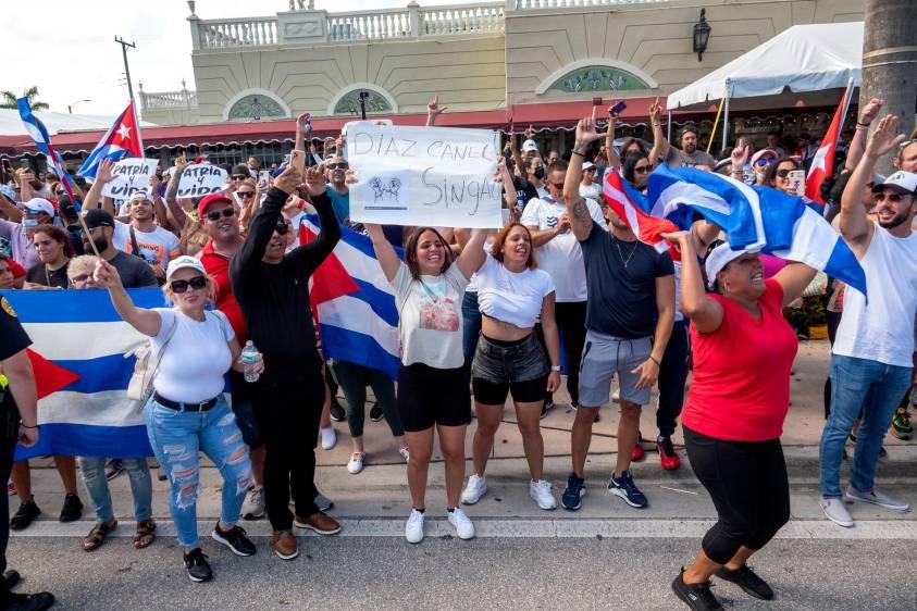Protestas en Cuba: el gobierno advierte que defenderá la 'revolución'