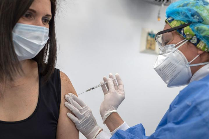 COVID-19: Se impone récord de vacunación en un solo día en el Perú