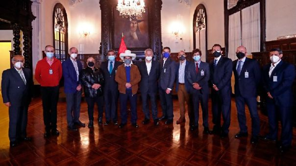 Califican de positiva reunión de Castillo con líderes de medios de prensa
