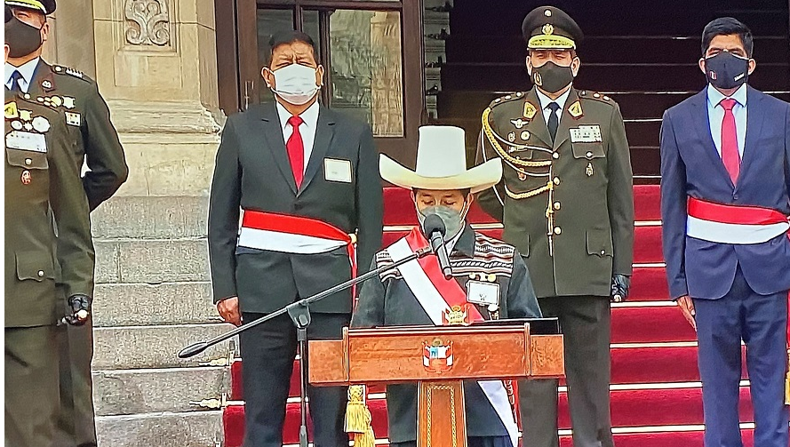 Castillo reconocido como jefe supremo de las Fuerzas Armadas y la PNP