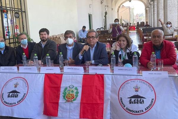 Arequipeños rechazan presencia de Lourdes Flores y Jorge del Castillo