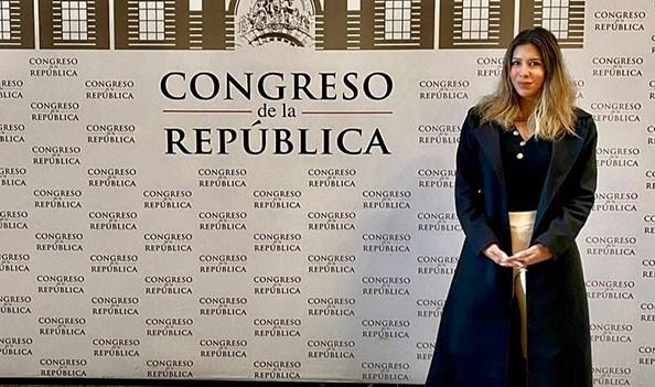 Congresista 'fiestera' denuncia ser víctima de «bullying cibernético»