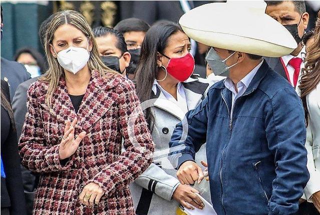 Cibernautas condenan gesto de presidenta del Congreso contra Castillo