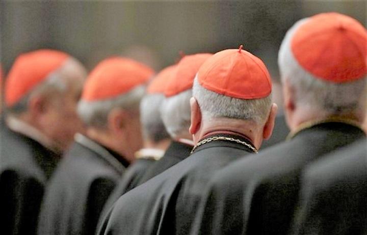 Revelan uso de aplicaciones para citas gay entre sacerdotes católicos