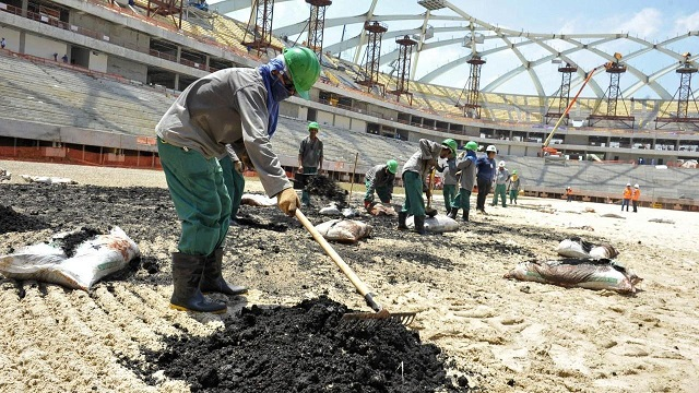 Mundial Qatar 2022: estadios se erigen con mano de obra de esclavos