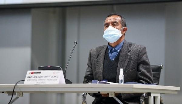 Iber Maraví no renuncia al ministerio, solo pone su cargo a disposición