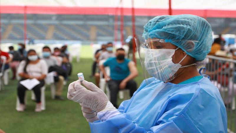 Minsa: vacunatorios de Lima y Callao no atenderán este lunes feriado