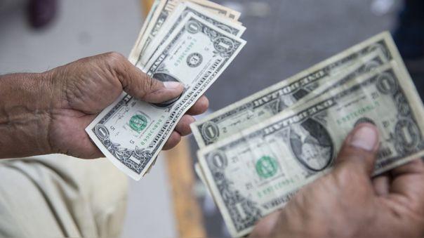 Tipo de cambio: precio del dólar cae levemente y se cotiza en 3.96 soles
