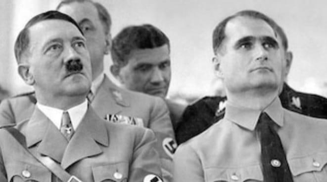 Hitler habría sido homosexual y aseguran que tuvo una relación con Rudolf Hess