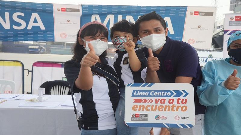 Covid-19: más de 100 hinchas se vacunan en estadio de Alianza Lima y en el Lolo Fernández