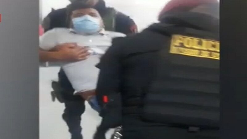 Delincuente es herido por su cómplice durante asalto a mujer policía