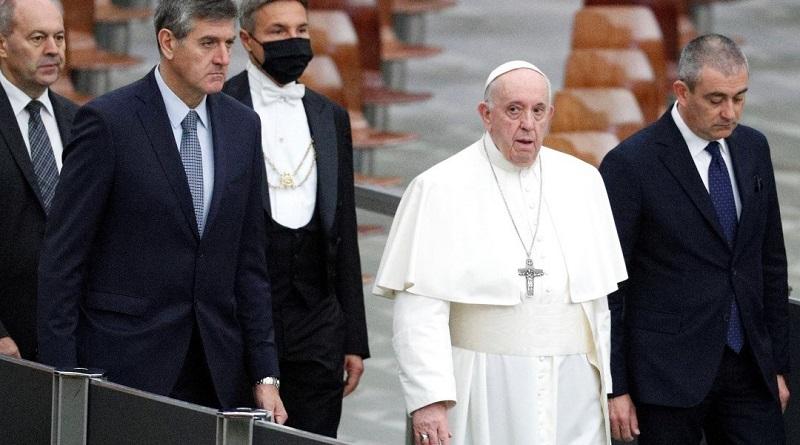 El papa Francisco se resiste a ponerse mascarilla pese a contagios Covid-19 [VIDEO]