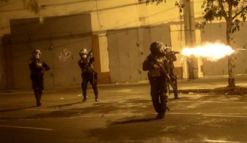 Al menos once personas heridas tras violenta represión de la policía contra manifestantes