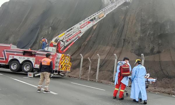 Miraflores: Turista alemán salva de morir luego de que cayera a un acantilado en la Costa Verde