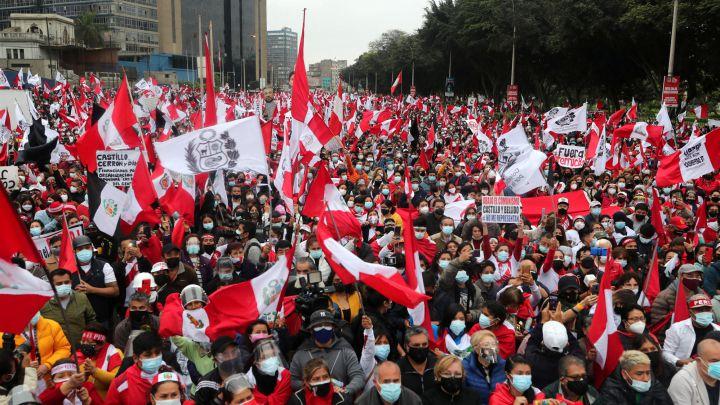 Gorriti: presión al Gobierno debe venir de los grupos democráticos