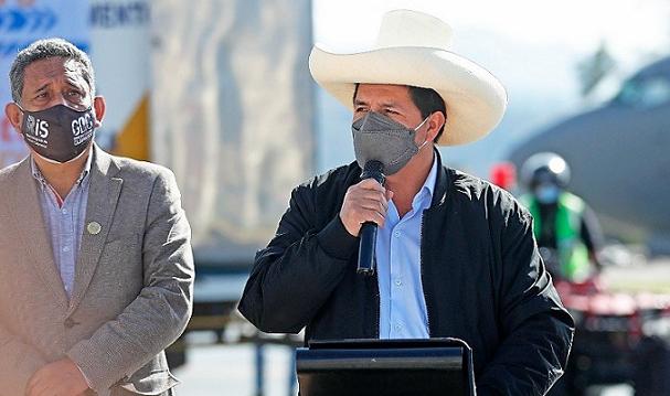 Castillo asegura que «no odia a la prensa» y pide «orden» para conversar